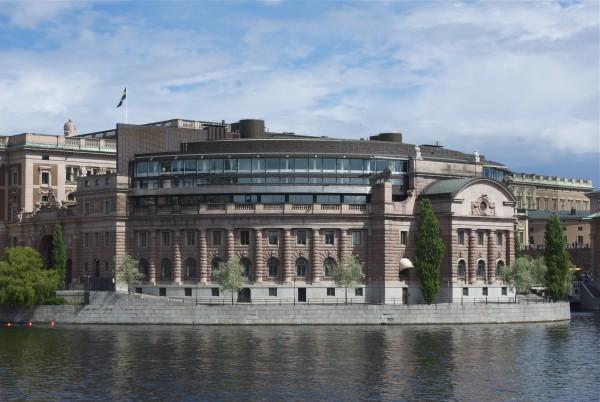 Borgerliga partier måste rösta ned regeringens maktöverföring